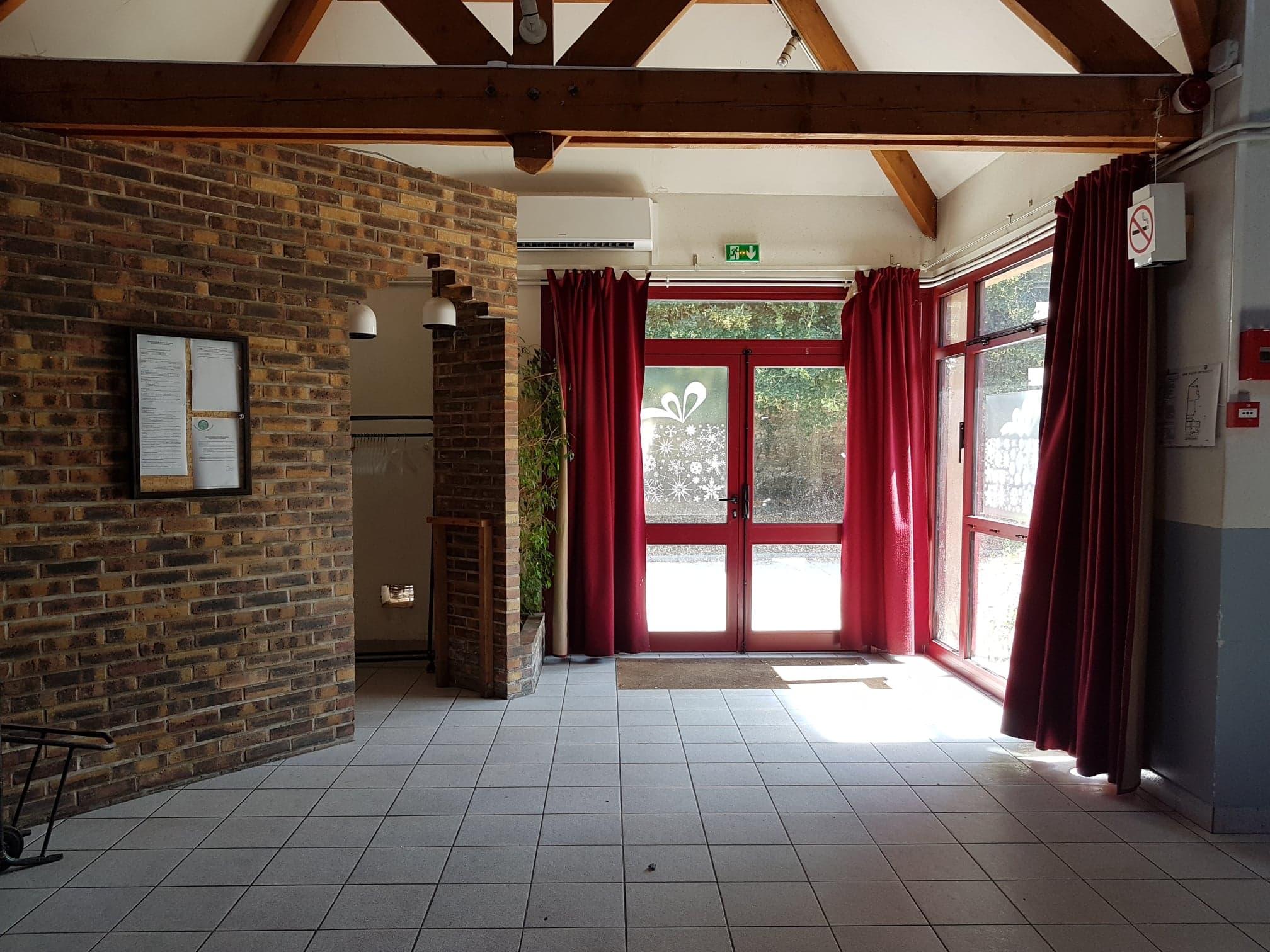 Entrée salle+vestiaires